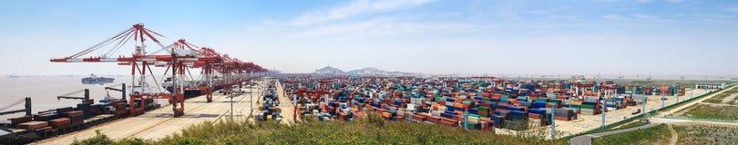 Panorama de la terminal de contenedores imagenes de archivo