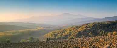 Panorama de la Toscane à l'aube photo stock