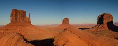 Panorama de la vallée de monument au coucher du soleil Photo stock