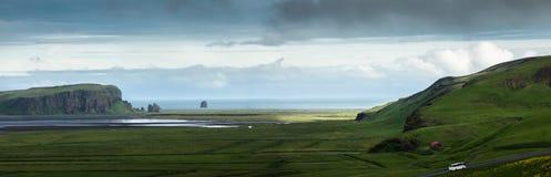 Panorama de la vallée parmi les montagnes sur la côte atlantique Image libre de droits
