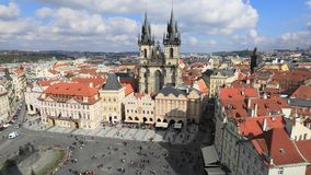 Panorama de la vieja plaza en Praga almacen de metraje de vídeo