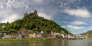 Panorama de la ville de Cochem à la rivière de la Moselle image libre de droits