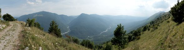 Panorama de la vista suroriental de la cordillera del STOL en Julian Alps en Eslovenia Fotografía de archivo libre de regalías