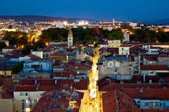 Panorama de larga de calle de péninsule de Zadar en soirée Photos stock
