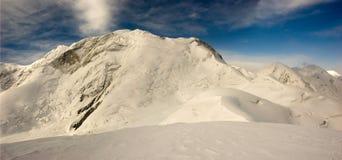 Panorama de las altas montañas Fotos de archivo