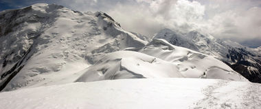 Panorama de las altas montañas Imágenes de archivo libres de regalías