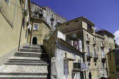 Panorama de las casas en la ciudad vieja de Amantea, Calabria Fotos de archivo libres de regalías