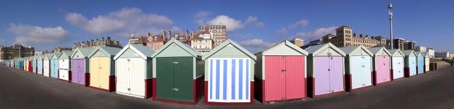Panorama de las chozas de la playa, levantado, Sussex, Reino Unido imagen de archivo