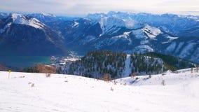 Panorama de las cuestas de montaña de Feuerkogel, Salzkammergut, Austria