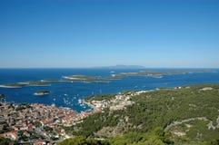 Panorama de las islas de Hvar y del infierno Foto de archivo libre de regalías