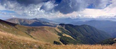 Panorama de las montañas fotografía de archivo libre de regalías