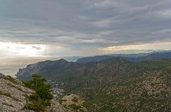 Panorama de las montañas crimeas Foto de archivo