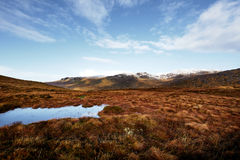 Panorama de las montañas de Bluestack en Donegal Irlanda con un lago en el frente Imágenes de archivo libres de regalías