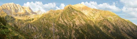 Panorama de las montañas de FăgăraÈ™ Imágenes de archivo libres de regalías