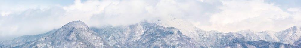 Panorama de las montañas de Japón imagenes de archivo