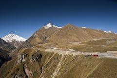 Panorama de las montañas del Cáucaso Foto de archivo libre de regalías