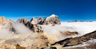 Panorama de las montañas italianas - grupo Togfana foto de archivo