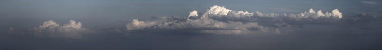 Panorama de las nubes de los alquileres Fotos de archivo