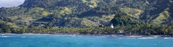 Panorama de las playas, de la costa, y de las montañas del R dominicano Fotografía de archivo