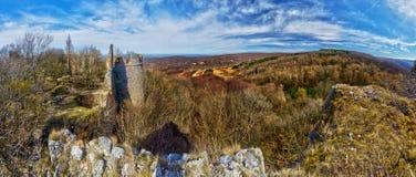 Panorama de las ruinas del castillo de Pajstun foto de archivo libre de regalías