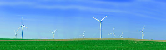Panorama de las turbinas de viento Imágenes de archivo libres de regalías