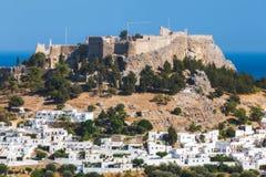 Panorama de Lindos e da acrópole Ilha do Rodes Greece Imagens de Stock Royalty Free