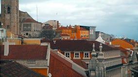 Panorama de Lisboa Silueta del hombre de negocios Cowering Lisboa es la capital y la ciudad más grande de Portugal Lisboa es el ` almacen de video