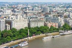 Panorama de Londres avec Victoria Embankment sur la Tamise, R-U Photographie stock libre de droits
