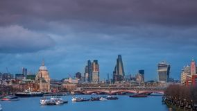 Panorama de Londres en la puesta del sol almacen de metraje de vídeo