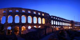 Panorama de los arcos del amphitheatre romano i Foto de archivo