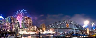 Panorama de los fuegos artificiales del puerto NYE de Sydney Fotografía de archivo
