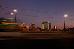 Panorama de los nuevos distritos ejecutivos, en la noche, en un wint Fotos de archivo libres de regalías
