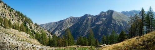 Panorama de los picos de montaña Imagenes de archivo