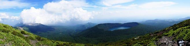 Panorama de los volcanes vistos del top de Mt Karakuni-dake, kogen de Ebino, Japón fotografía de archivo libre de regalías