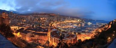 Panorama de Mónaco .night Foto de archivo libre de regalías