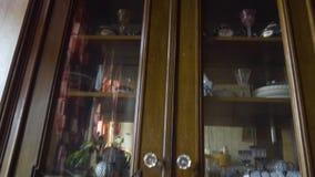 Panorama de madera del aparador del vintage en plano viejo del vintage en StPetersburg metrajes