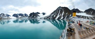 Panorama de Magdalena Fjord de la cubierta del barco de cruceros Imágenes de archivo libres de regalías