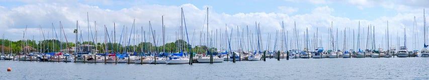 Panorama de marina de bateaux à voiles Image libre de droits