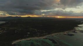 Panorama de Mauritius Island no por do sol, vista aérea filme