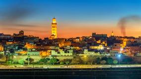 Panorama de Meknes na noite - Marrocos fotografia de stock