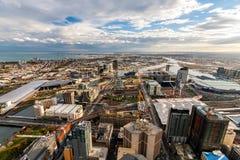 Panorama de Melbourne al golfo y al río en la puesta del sol Imagen de archivo libre de regalías