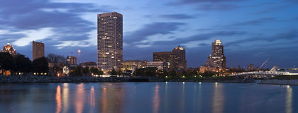 Panorama de Milwaukee - XXXL Imagenes de archivo