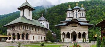 Panorama de monastère de Lainici image libre de droits