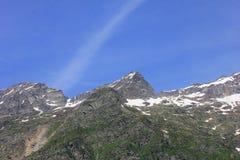 Panorama de montañas con las nubes en verano Imágenes de archivo libres de regalías