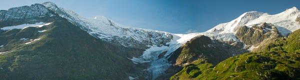 Panorama de montañas verdes foto de archivo