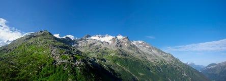 Panorama de montañas verdes fotos de archivo
