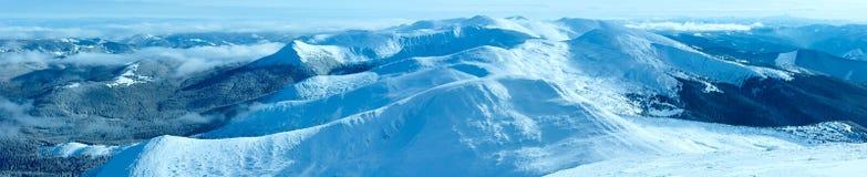 Panorama de montagne d'hiver de matin (carpathien, Ukraine). image libre de droits