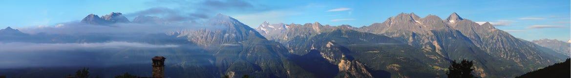 Panorama de montagnes Photographie stock libre de droits