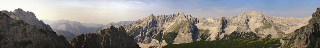 Panorama de montagnes d'Alpes Image libre de droits