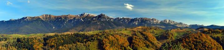 Panorama de montagnes de Bucegi Image stock